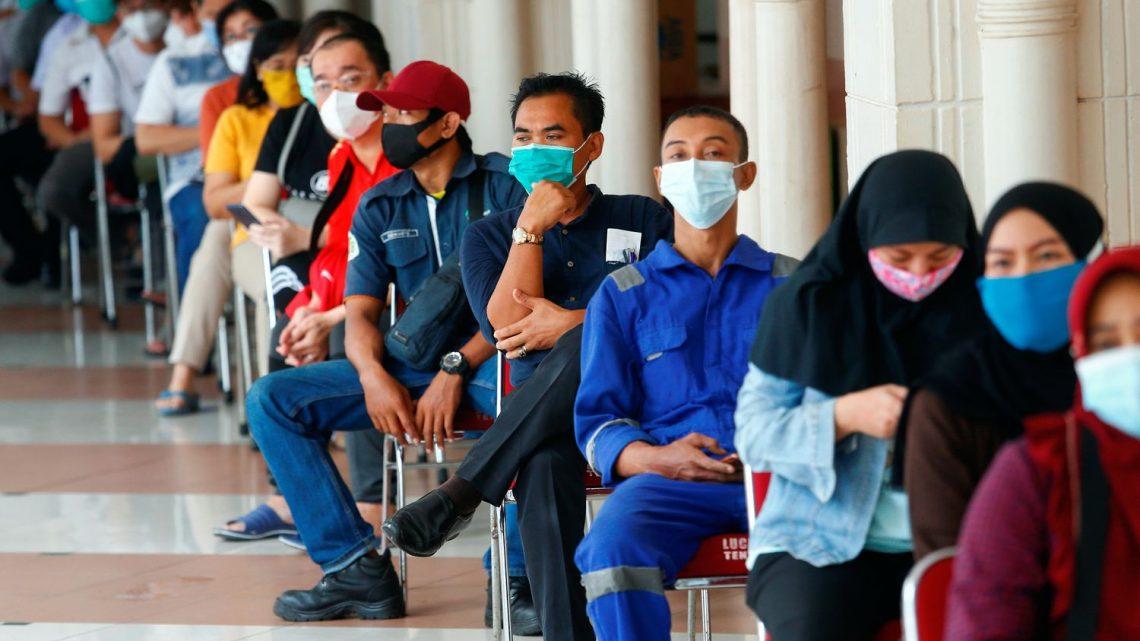 A estratégia diferenciada de vacinação contra o covid-19 da Indonésia