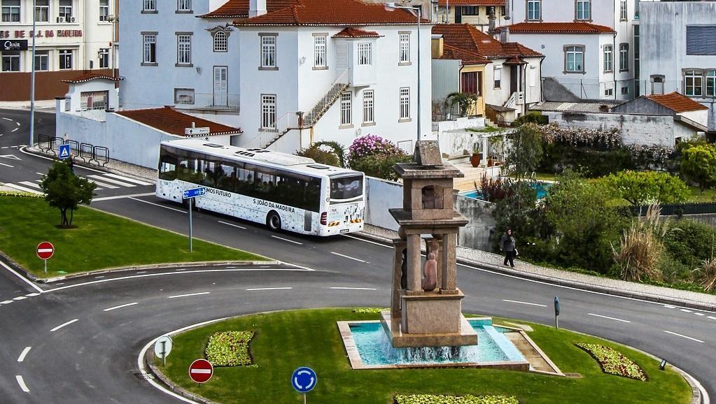 Modernização de abrigos das paragens de autocarros TUS motiva interrupções de trânsito