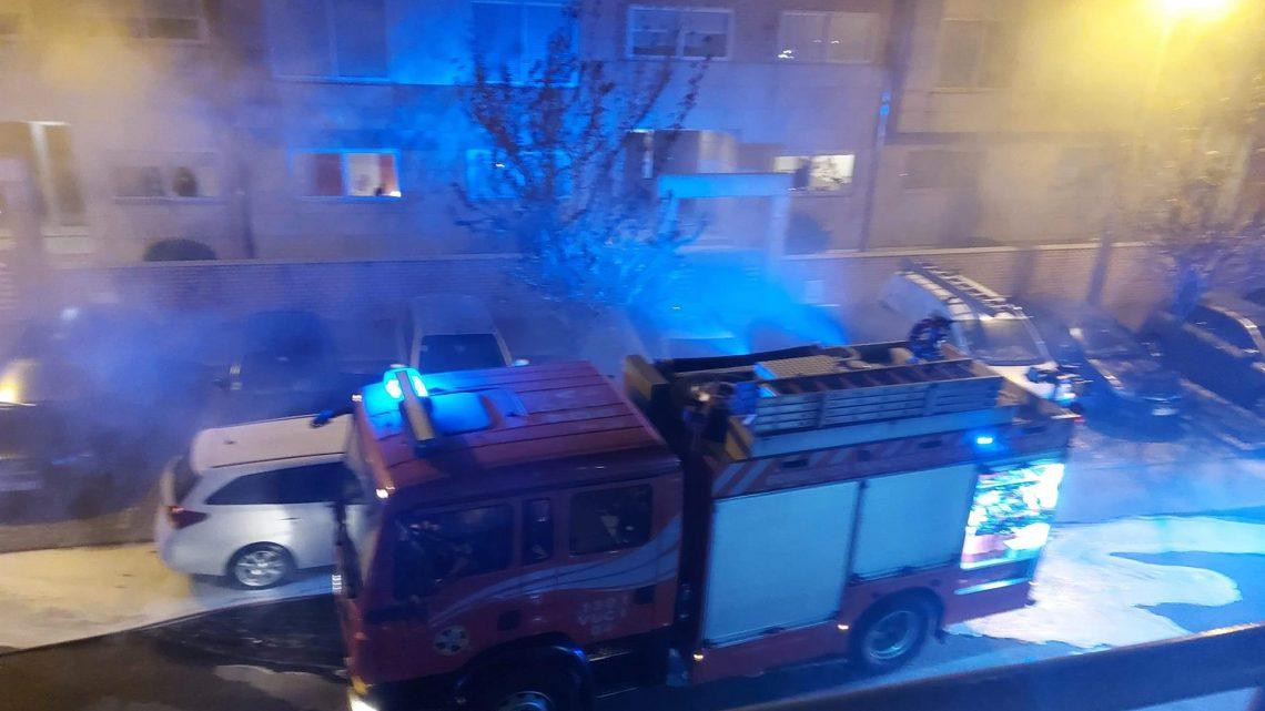 GAIA : Incêndio destrói dois carros em garagem