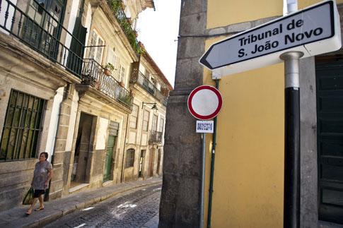 Homem acusado de roubo de bebidas alcoólicas no Porto