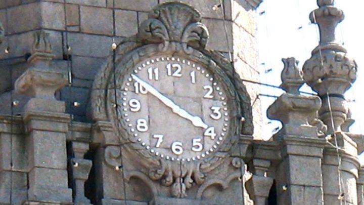Ponteiros do relógio serão adiantados 60 minutos este fim de semana