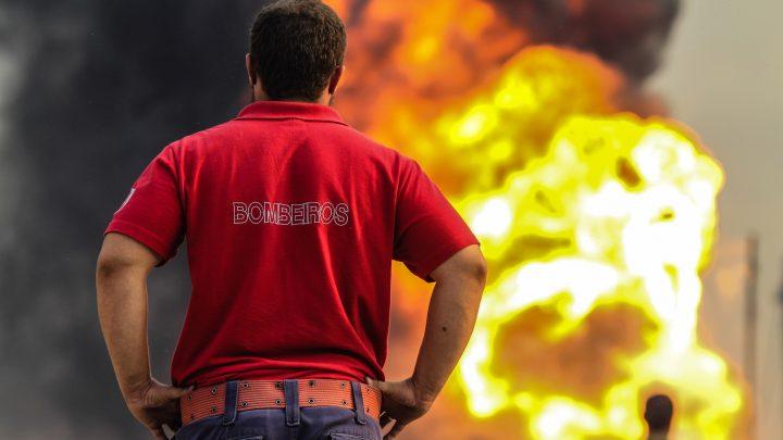 Fogo destrói casa das máquinas de fabrica de fiação em Santo Tirso