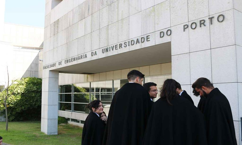 Vagas específicas para entrada de alunos carenciados na universidade