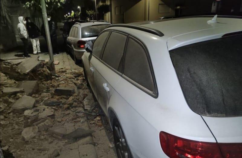 Fachada de um prédio sofre derrocada em Espinho