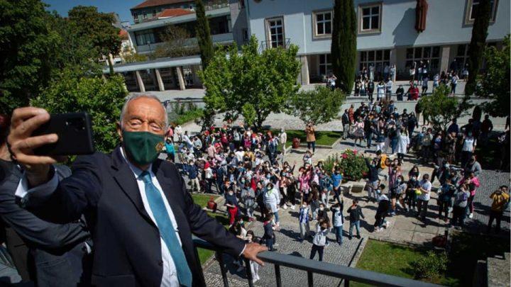 Presidente da República visita Escola Carolina Michaelis para assinar o Dia da Língua Portuguesa