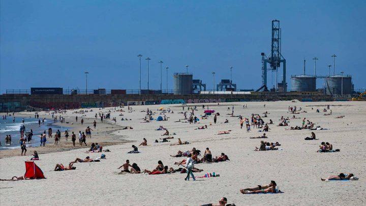 100 euros de multa para quem andar na praia sem máscara
