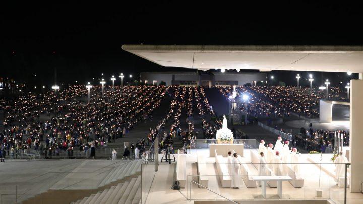 7500 peregrinos iluminaram o Santuário de Fátima