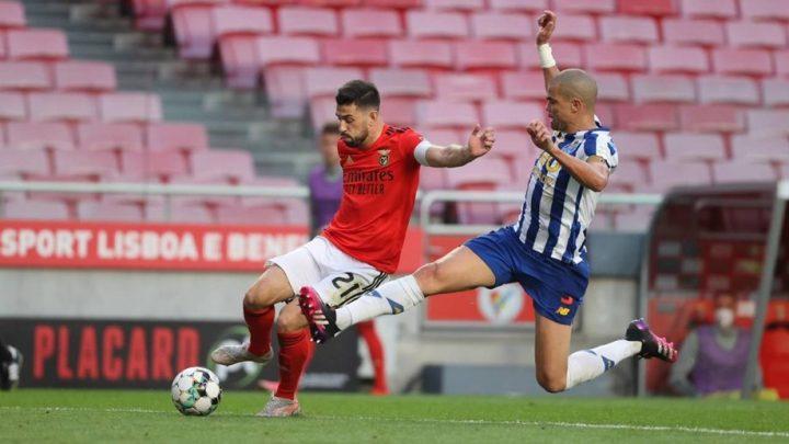 FC Porto e Benfica dividem pontos e deixam fugir Sporting para o título