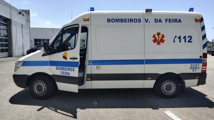 Homem detrói ambulância com taco de basebol em Santa Maria da Feira