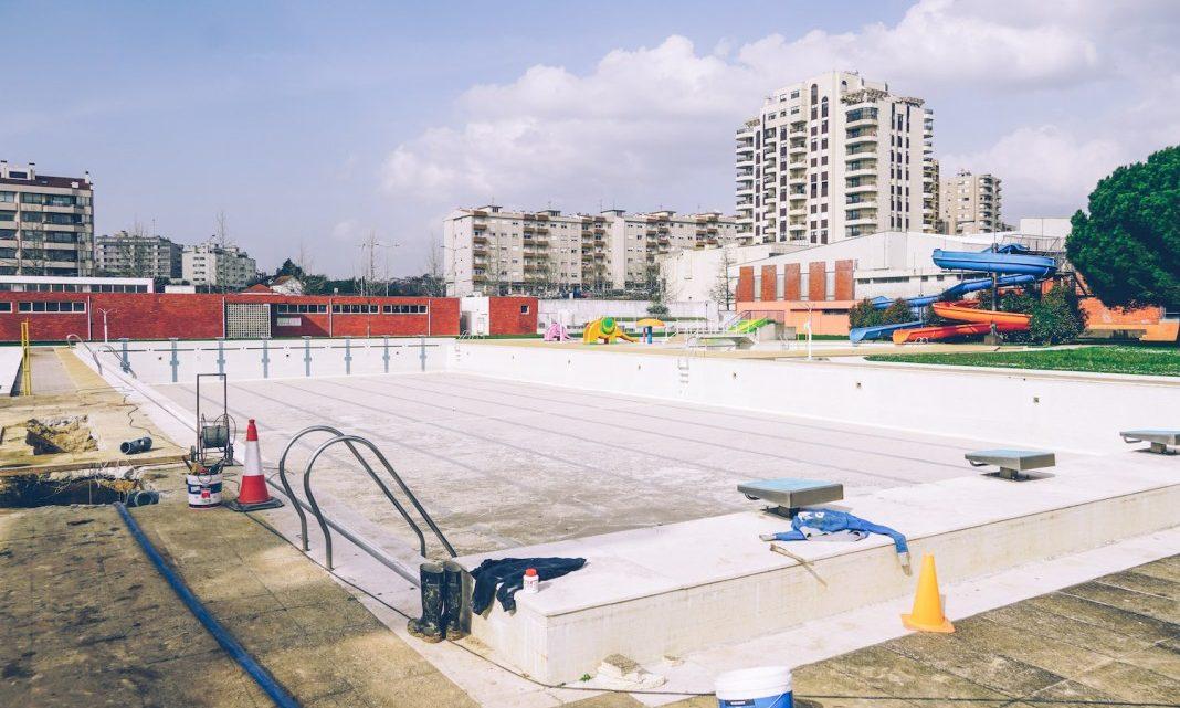 Câmara de São João da Madeira termina com fugas de água na piscina municipal