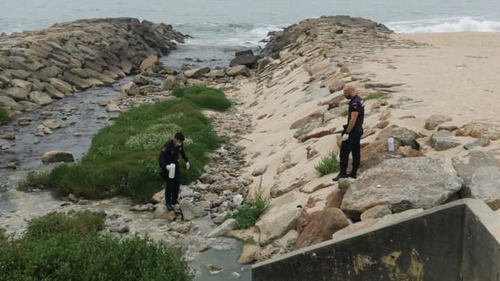 Autarca de Espinho denuncia esgoto ilegal junto ao mar