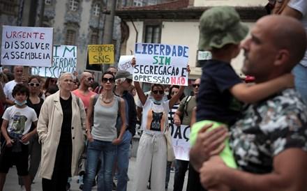 Centenas protestaram no Porto contra certificado digital e outras limitações