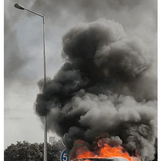 Condutor foge após incêndio na viatura na VCI no Porto