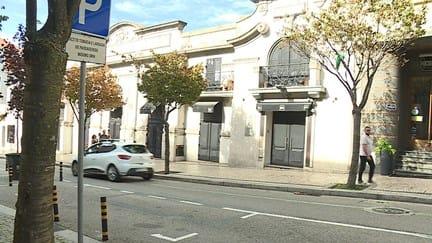 Jovem luta pela vida após ter sido agredido à porta de uma discoteca do Porto