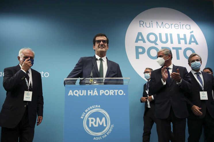 Oposição em peso contra acordo entre Rui Moreira e PSD