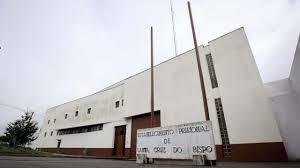 Incêndio na cadeia de Santa Cruz do Bispo leva recluso ao hospital