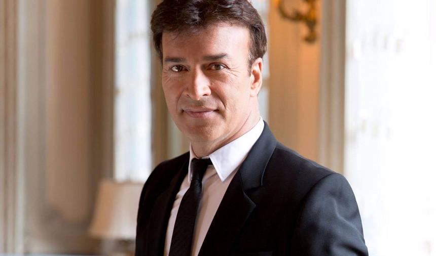 Tony Carreira assina contrato de exclusividade com TVI