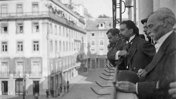 A implantação da República Portuguesa comemora hoje 111anos.